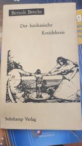 """Materialien zu Brechts """"Der kaukasische Kreidekreis""""."""