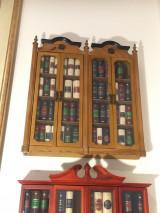 90 μινιατούρες βιβλία του εκδοτικού οίκου DeAgostini με δύο μινιατούρες βιβλιοθήκες
